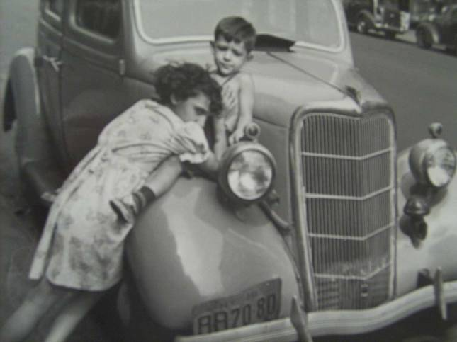 helen levitt N.Y.-girl-holding...1948