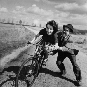 FRANCE - CIRCA 1950: A young girl learning with difficulty how to bike, France. (Photo by Robert DOISNEAU/Gamma-Rapho)